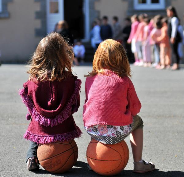 Meisjes op het schoolplein