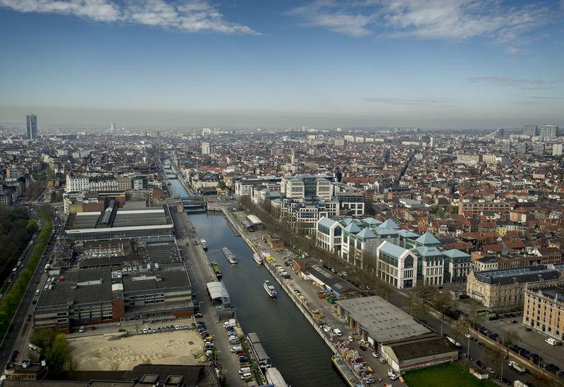 Uitzicht over het kanaal van Brussel (Akenkaai)